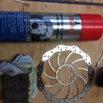 Scheibenbremse reinigen mit Bremsenreiniger